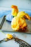 Zucchini com flores Foto de Stock