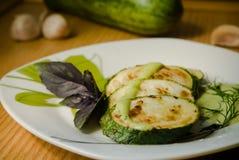 Zucchini e basilico fotografia stock