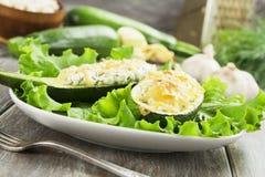 Zucchini enchido com queijo fotos de stock