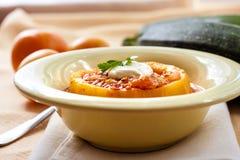 Zucchini farcito con carne e le verdure Fotografie Stock