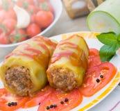 Zucchini farcito con carne tritata Immagini Stock