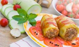 Zucchini farcito con carne tritata Immagine Stock