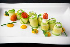 Zucchini farcito con la ricotta ed i frutti di mare Ristorante italiano menu immagine stock libera da diritti