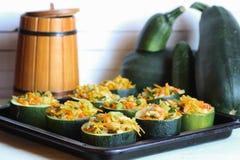Zucchini faszerujący z warzywa naczyniem zdjęcie stock