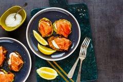 Zucchini fritters z łososiem zdjęcie stock