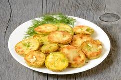 Zucchini fritto con aneto fotografia stock