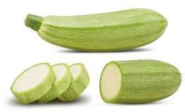 Zucchini italiano fresco rassodato intero, taglio a metà ed affettato fotografia stock libera da diritti