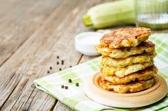 Zucchini kukurydzani fritters Fotografia Royalty Free