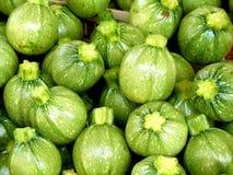 Zucchini am Markt Lizenzfreie Stockfotos