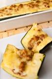 Zucchini med kryddig köttstoppning Arkivfoto