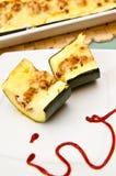 Zucchini med kryddig köttstoppning Arkivbild