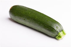 Zucchini på vit bakgrund Royaltyfria Bilder