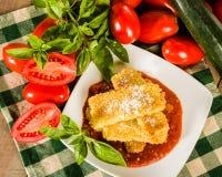 Zucchini Parmezański gość restauracji z basilem Obraz Royalty Free