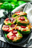Zucchini-Pizza-Bisse Stockbild