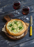 Zucchini pizza and two glasses of red wine Royalty Free Stock Images