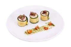 Zucchini rollt mit Gemüse Lizenzfreies Stockbild
