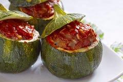 Zucchini rotondo farcito con carne Immagine Stock