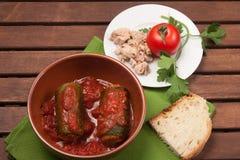 Zucchini som är välfylld med tonfisk Arkivbild