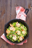 Zucchini spaghetti with shrimp Royalty Free Stock Photos