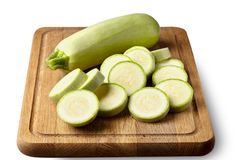 Zucchini sul bordo di legno immagini stock libere da diritti
