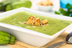 Zucchini-Suppe stockbilder
