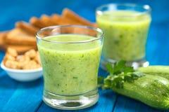 Zucchini-Suppe stockfotografie