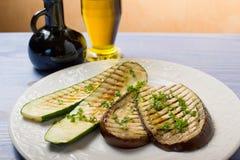 Zucchini und Auberginen gegrillt lizenzfreies stockbild