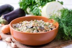Zucchini und Auberginen im Sauerrahm stockbilder