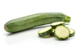 Zucchini verde fresco isolato su bianco Fotografie Stock Libere da Diritti