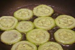 Zucchini w gorącym oleju Obrazy Royalty Free