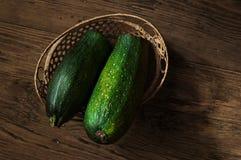 Zucchini w koszu na stole Fotografia Stock