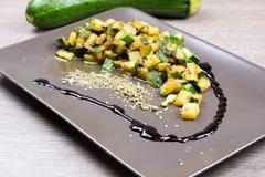 Zucchini z aromatycznym octem i pikantność zdjęcie royalty free