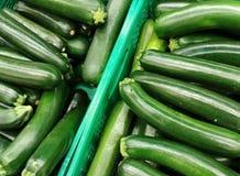Zucchinier i en marknad Royaltyfri Foto