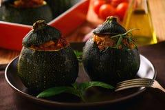 Zucchinies faszerował z mięsem i warzywami obrazy stock