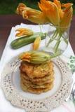 Zucchinipannkakor Arkivfoto