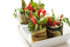 Zucchinisalat rollt mit Käse Stockbilder