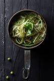 Zucchinispagetti Arkivfoton