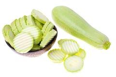 Zucchinizucchini på vit bakgrund Arkivfoton