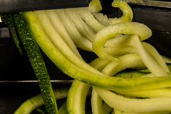 Zucchinizucchini som är spiraliseds Royaltyfri Fotografi
