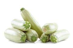 Zucchinizucchini som isoleras på vit Arkivbilder