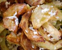 Zucchino appetitoso del giardino della frittura con il condimento del aglio Fotografie Stock Libere da Diritti