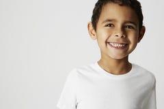 Zuchwała chłopiec, ono uśmiecha się Fotografia Stock