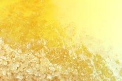 Zucker, Honigbienentropfenfänger mischte granulierten Zucker für süßen Lebensmittelhintergrund, süßer Honig und granulierte flüss stockbild