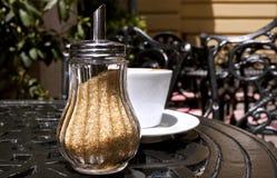 Zucker-Schüssel mit braunem Zucker Lizenzfreie Stockfotos