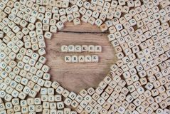 Zuckerkrank, texto alemão para o diabético, palavra nas letras no cubo corta na tabela imagens de stock