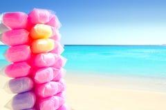 Zuckerwatte bunt im karibischen Strand Stockfotografie