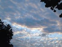 Zuckerwatte-Wolken-Steigen Stockfotografie