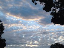 Zuckerwatte-Wolken-Steigen Stockfoto