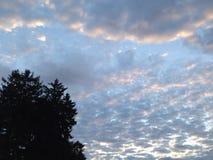 Zuckerwatte-Wolken-Steigen Stockfotos