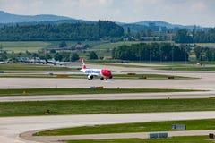 Zuerich, Швейцария - 14-ое мая 2018, startin самолета Edelweiss стоковое изображение